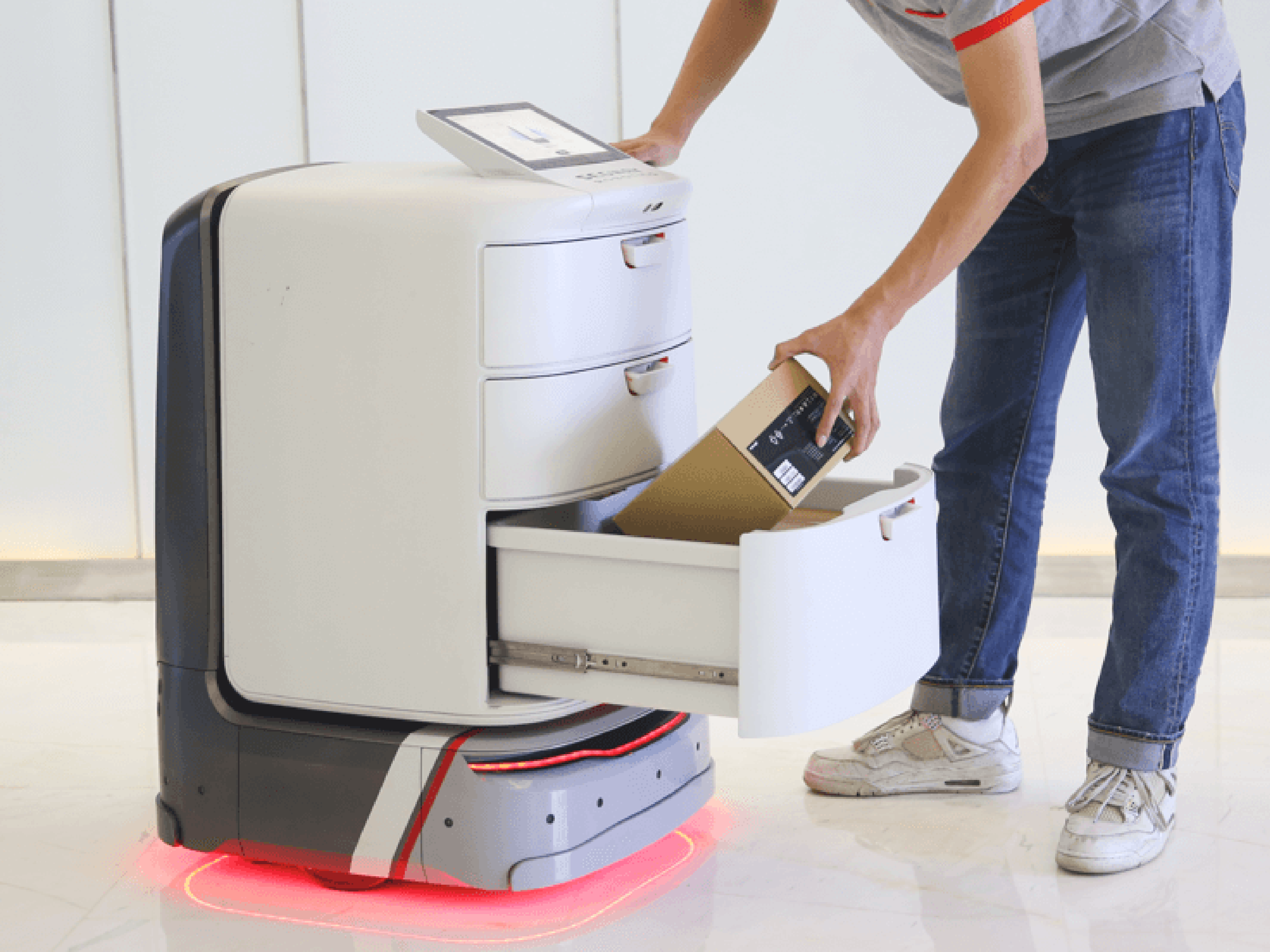 Ninebot's first autonomous delivery robot debuted in CES, 2019. PHOTO: credit to Jeff Wufu for Segway-Ninebot