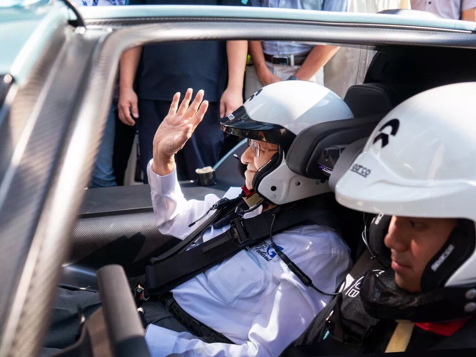 Malaysia's Prime Minister Mahathir Mohamad went for a ride in the Nio EP9. PHOTO: Credit to NIO