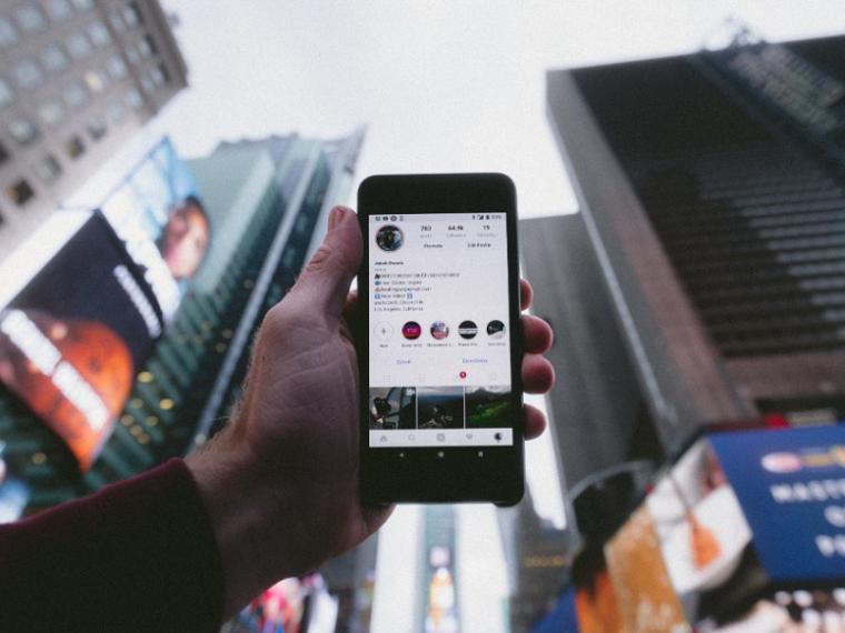 Social E-commerce Under Social Spotlights